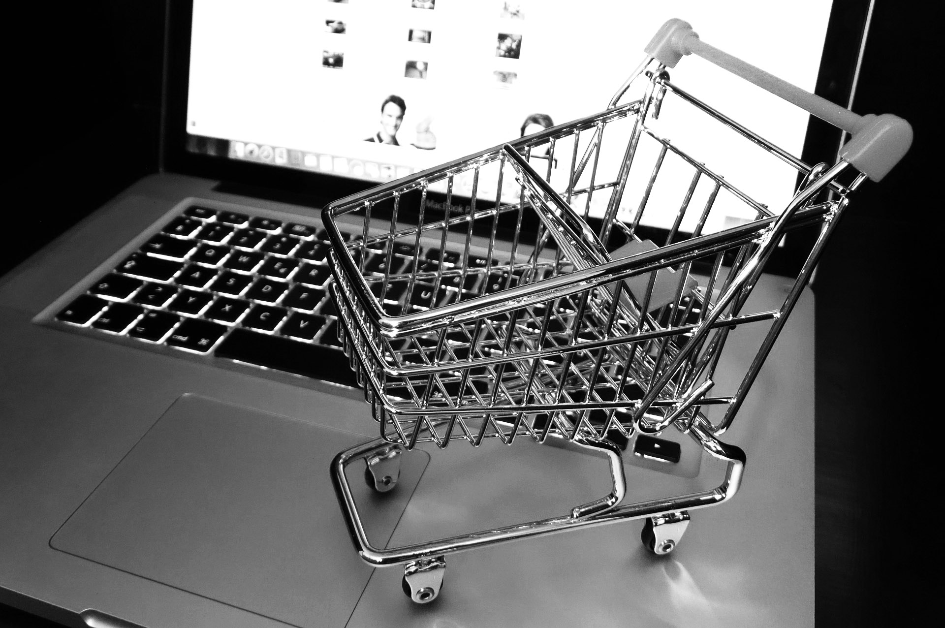 checkout cart | black and white